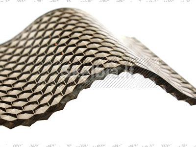 Banguotas polikarbonatas su deimanto struktūra