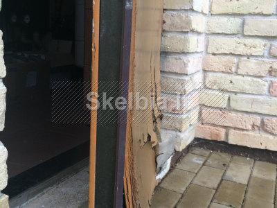 Šarvuotų durų apdailos skydų keitimas